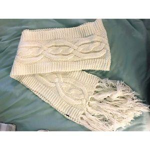 Accessories - Knitted white scarf
